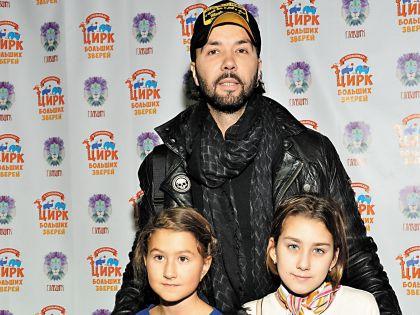 «Я – счастливый отец», – признался артист (справа –дочь Клявера и Евы Польны Эвелина, слева – дочь певицы Амалия от бизнесмена Сергея Пильгуна)
