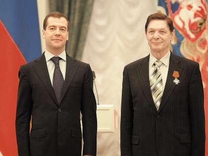 Эдуард Хиль получил из рук Дмитрия Медведева орден «За заслуги перед Отечеством» IV степени