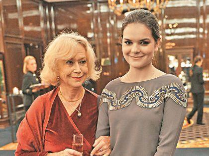 Полина вместе с бабушкой работает в театре Маяковского