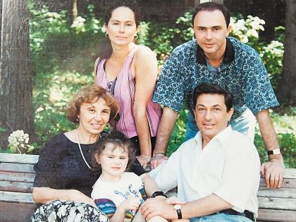 Игорь Кваша с внучкой Настей, его жена Татьяна, сын Владимир с супругой Натальей