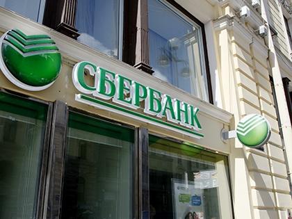 Грабитель похитил из кассы «Сбербанка» около 3 миллионов рублей, 11 тысяч евро и 5,4 тысячи долларов