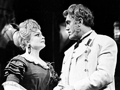 Павел Луспекаев с Татьяной Дорониной в спектакле «Варвары»