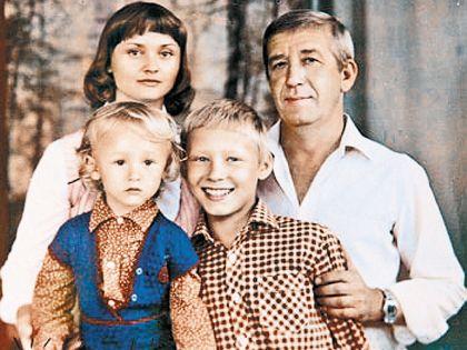 Борислав Николаевич души не чаял в своей семье