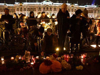 Еще один мемориал был организован на Дворцовой площади