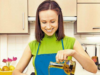 Идеальное масло для заправки салатов – оливковое. К сожалению, оно влетает в копеечку