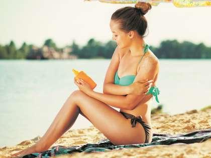 Наносите крем для загара на тело за 30 минут до выхода под открытое солнце