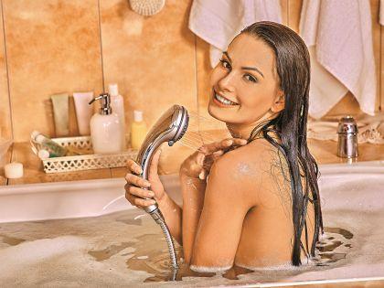 Некоторые женщины используют водные процедуры, чтобы избежать секса
