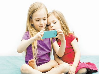 Современные дети иногда становятся заложниками своих гаджетов
