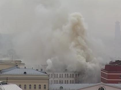 Здание Минобороны до сих пор горит в Москве