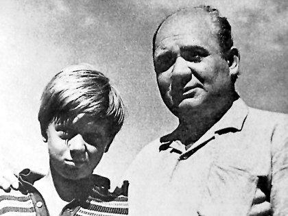 Со знаменитым отцом