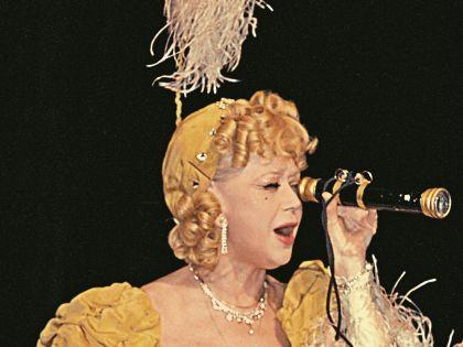 Актриса 57 лет выступает на сцене театра им. Маяковского