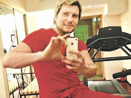 Басков активно занимается в тренажерном зале