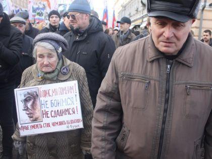 «Корни Немцова идут от Петра, да и выглядел он как Петр Первый», — сказал пожилой мужчина