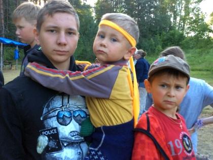 Младший сын (в центре на фото) родился через месяц после смерти Степанова, его назвали в честь отца