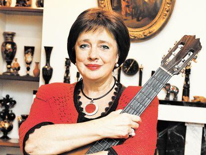Галина Ильинична приглашает зрителя на старые добрые песни