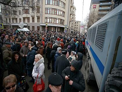 Люди у Замоскворецкого суда