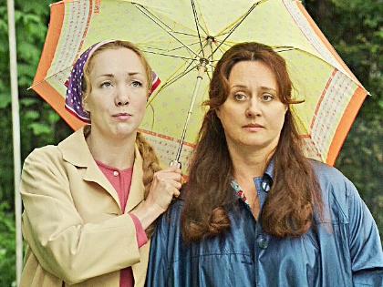 """Дарья Мороз (слева на фото) и Наталья Суркова (справа) в сериале """"Долгая дорога домой"""""""