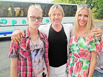 Дмитрий Харатьян с женой и сыном