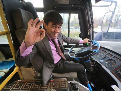 Звезда YouTube «Таджик Джимми» за рулем «джихад-маршрутки»