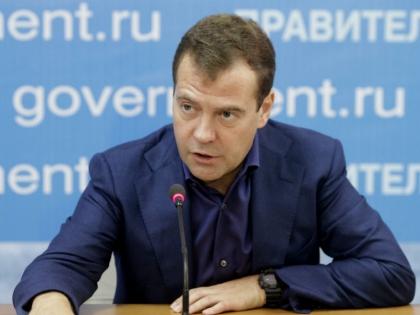 Дмитрий Медведев обязал министров летать в Крым