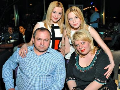 Сестры Толмачевы с родителями