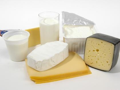 Чтобы не было проблем с костями, нужны богатые кальцием творог и сыр