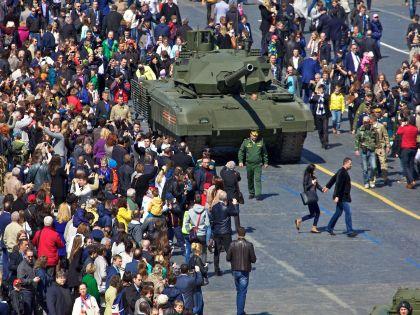 В центре города началось шествие в честь Дня Победы