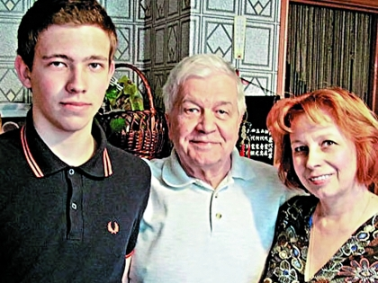 Владимир Ухин с женой и сыном