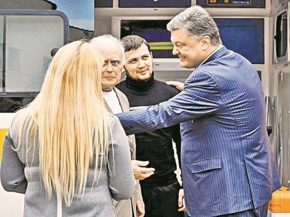 Юрия Солошенко и Геннадия Афанасьева в Киеве встретил Петр Порошенко