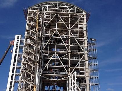 Башня, обслуживающая ракету перед стартом