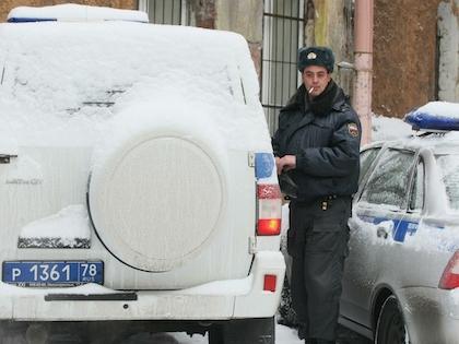 Полицейский хотел призвать водителя Mercedes к порядку