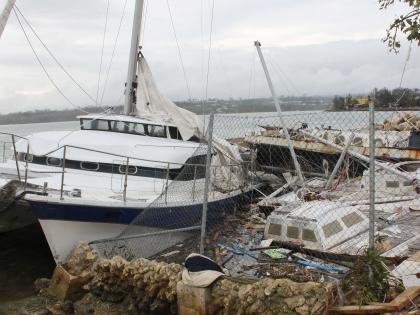 """Ураган """"Пэм"""" разрушил десятки тысяч домов в Вануату"""