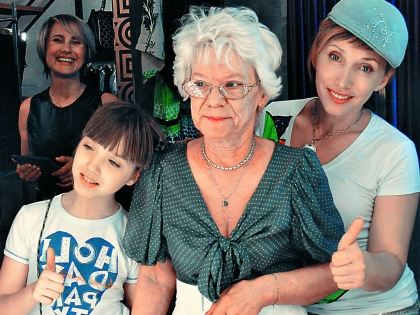 Елена Воробей с матерью и дочерью