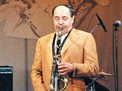 Джазовый саксофонист Михаил Иосифович был женат на питерской манекенщице, которая родила ему Стаса