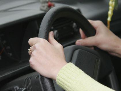 По неизвестной причине Mazda выехала на встречную полосу