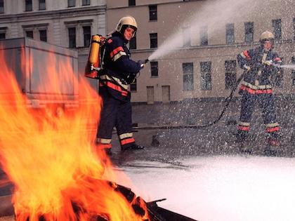 Огонь возник на двух балконах 9 этажа