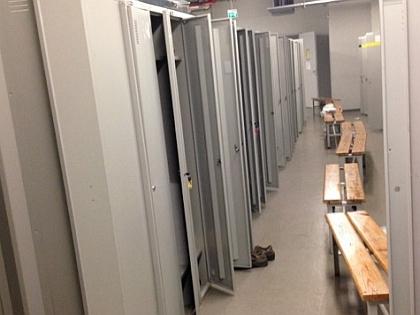 На заводе кто-то вскрыл шкафы с личными вещами рабочих GM