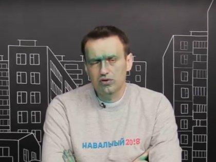Алексей Навальный после очередного нападения с зелёнкой