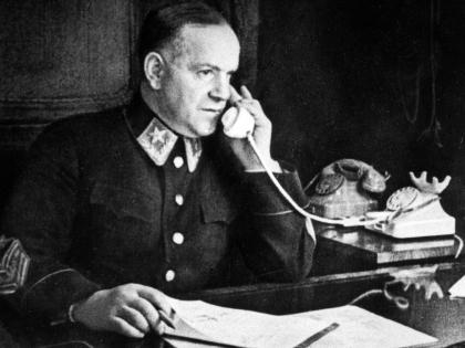 Появление Жукова в фильме «Страницы Сталинградской битвы» стало одним из первых после его опалы в 60-х