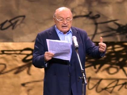 Михаил Жванецкий во время выступления на телепремии ТЭФИ-2015
