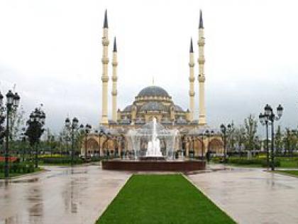 """Мечеть """"Сердце Чечни"""" стала яблоком раздора"""