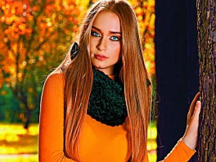 Девушка в оранжеовм