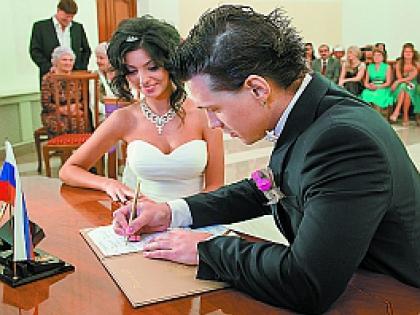 «Наконец-то он мой!» – радостно прыгала невеста после свадьбы