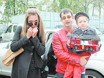 Дмитрий Певцов с семьей