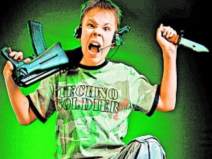Злой мальчик с ножом и автоматом
