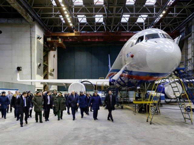 В ходе визита Шойгу также проверил выполнение гособоронзаказа по части строительства самолетов Ту-214 и модернизации уже действующих «тушек» различных модификаций для Минобороны РФ
