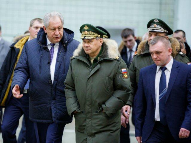Как стало известно Sobesednik.ru, министр обороны РФ Сергей Шойгу посетил Казанский авиационный завод имени Горбунова, на котором ведётся обслуживание, ремонт и модернизация стратегических ракетоносцев Ту-160 и дальних бомбардировщиков Ту-22М3