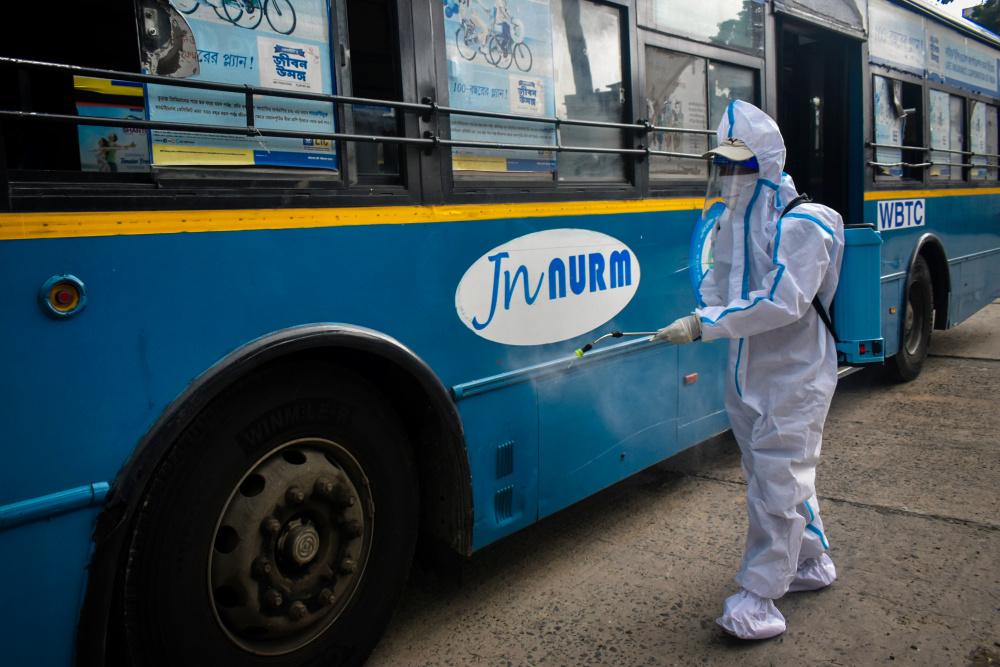 Тошнота, рвота, понос, кашель, высыпания: что известно об индийском штамме коронавируса