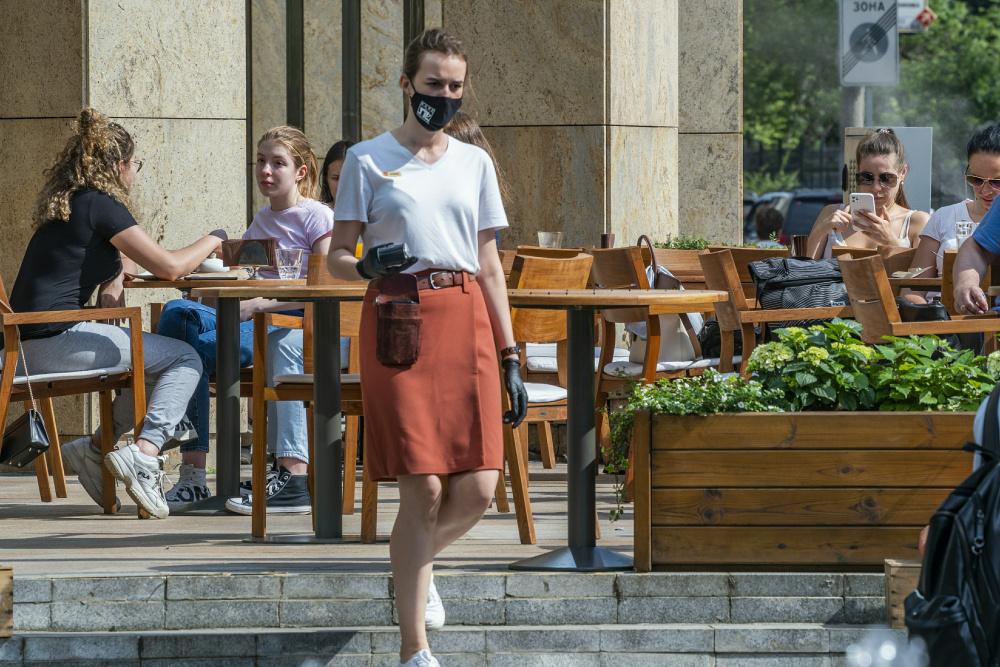 В кафе теперь будут пускать по QR-коду: Собянин продлил ковид-ограничения в Москве