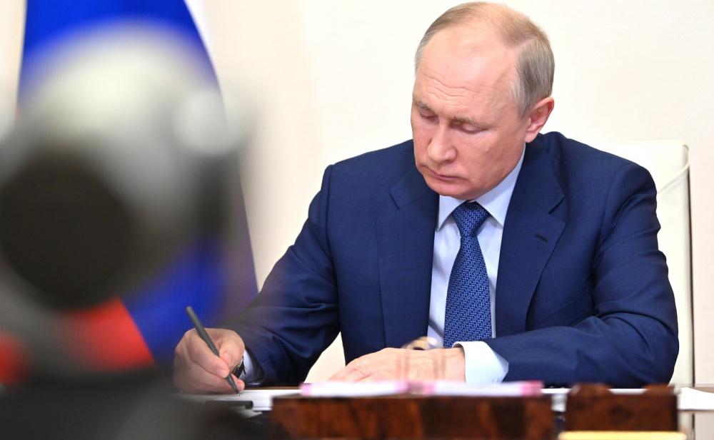 Путин запретил сравнивать цели СССР и нацистской Германии во Второй мировой войне